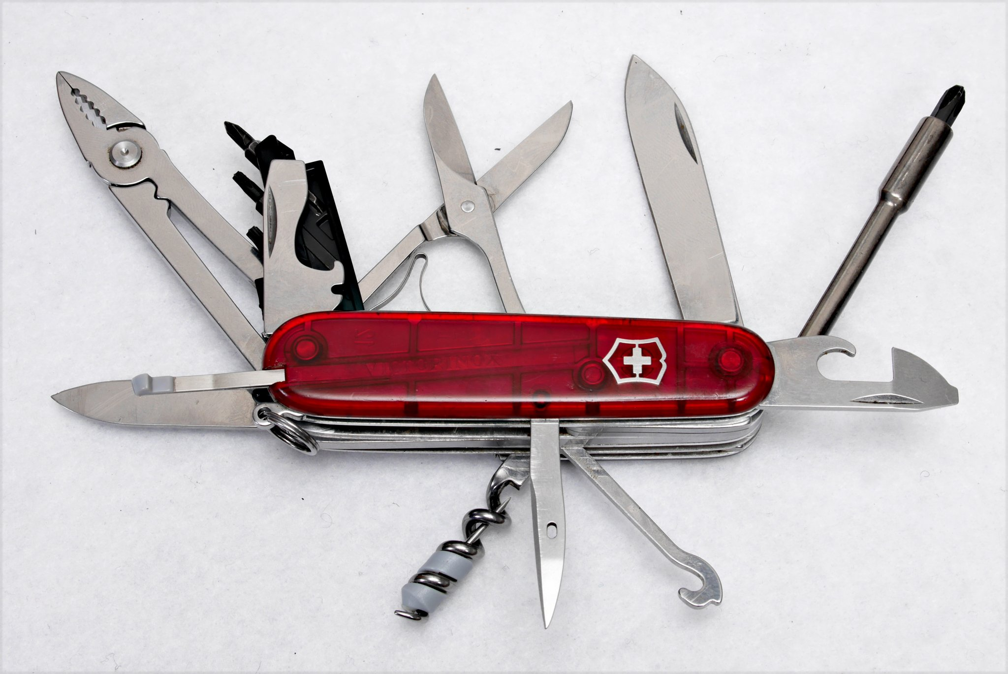 20201217-p2410515-swiss-army-knife-for-compoters